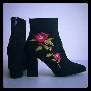 Cape Robbin Black and Rose Ankle Boots